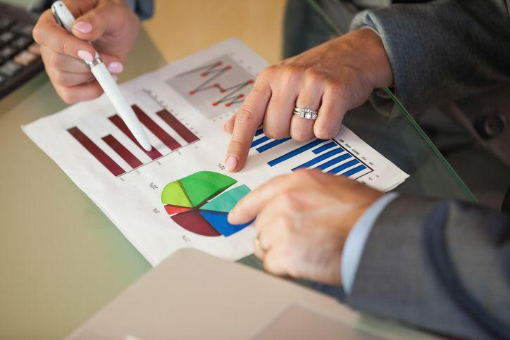 financial analysts description